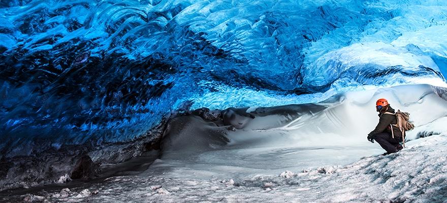 glacier-ice-cave-of-iceland-PWYAVUU